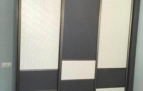 Шкаф-купе для спальни с комбинированными дверями